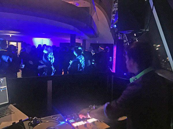 DJ CrossCut Radisson Blu Plattenspieler und Mixer Berlin
