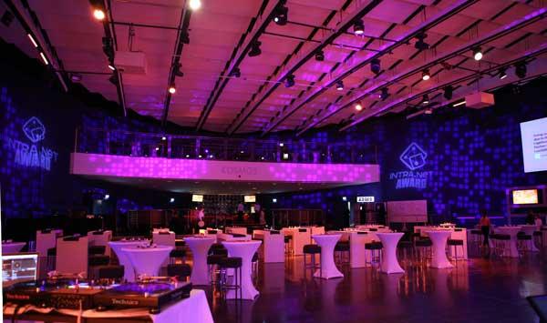 Kosmos DJ Pult - Event im KOSMOS Berlin
