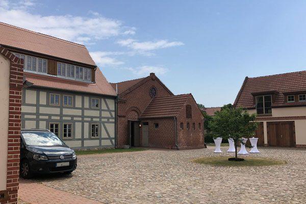 Hochzeit Location alter dorfkrug staffelde 600x400 - Romantische Hochzeit - Alter Dorfkrug Staffelde