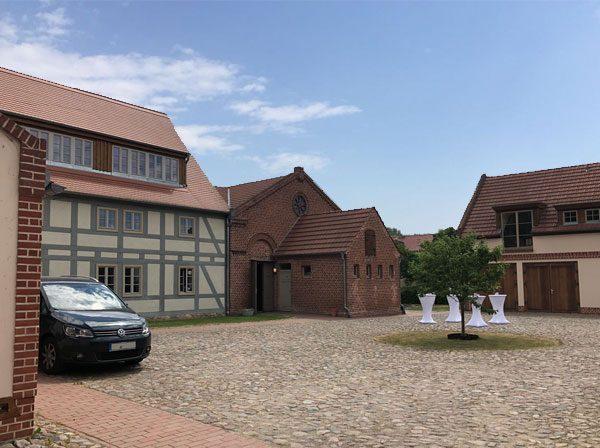 Hochzeit Location alter dorfkrug staffelde 600x448 - Romantische Hochzeit - Alter Dorfkrug Staffelde