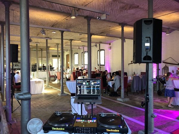 Ochsenstall DJ 4 600x450 - Ochsenstall (Schloss Britz) - Heiraten in Berlin mit DJ
